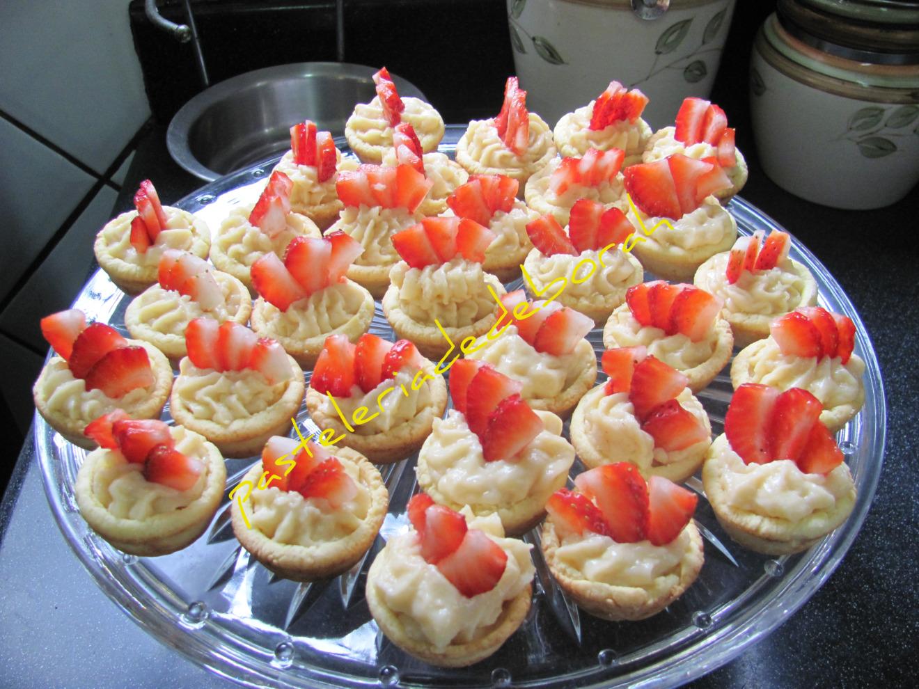 Tarticas de crema y fresas naturales - Postres con fresas naturales ...
